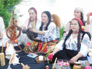 vrajitoarea Sofia in ritual la balta 2d