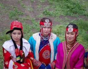 Mongol_women_at_Naadam_festival