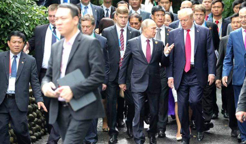 Vladimir_Putin_&_Donald_Trump_at_APEC_Summit_in_Da_Nang,_Vietnam,_11_November_2017