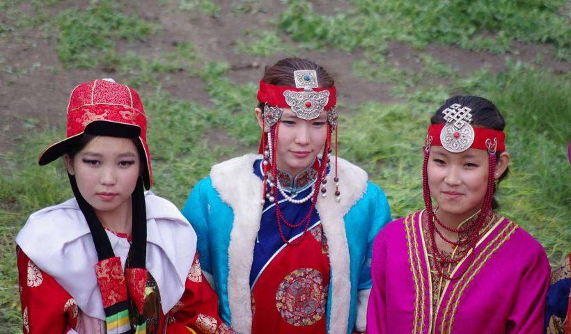Mongol_women_at_Naadam_festival